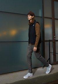 Nike Sportswear - BLAZER MID '77 UNISEX - Zapatillas altas - light smoke grey/white/black - 0