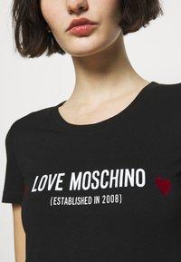 Love Moschino - Print T-shirt - black - 5