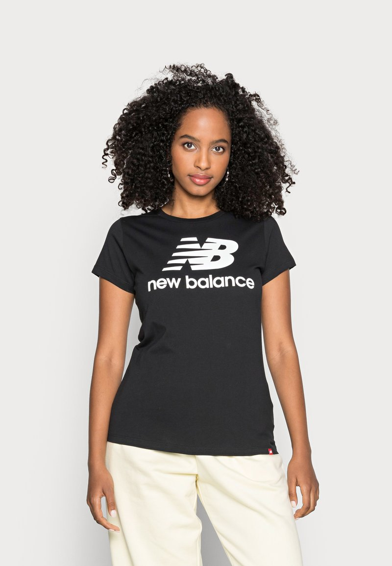 New Balance - ESSENTIALS STACKED LOGO TEE - Print T-shirt - black