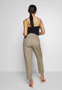 Filippa K - KARLIE TROUSER - Spodnie materiałowe - khaki - 2