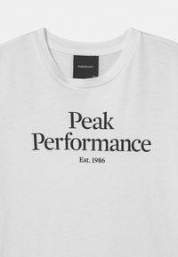 Peak Performance - ORIGINAL UNISEX - T-shirt med print - white - 2