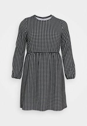 NMHOUND LOOSE DRESS - Sukienka z dżerseju - black/white