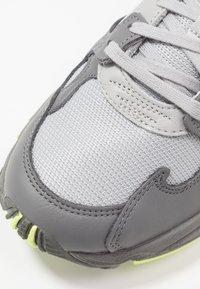 adidas Originals - FALCON - Sneakersy niskie - grey four/grey two/hi-res yellow - 2