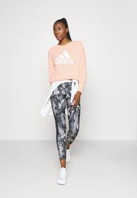 adidas Performance - BOS CREW - Sweatshirt - hazcor - 1