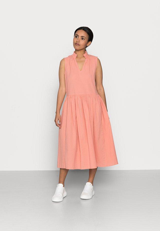 YASTERRA DRESS PETITE - Vestido informal - terra cotta