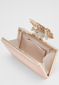 Forever New - Clutch - true blush nude/gold-coloured - 3