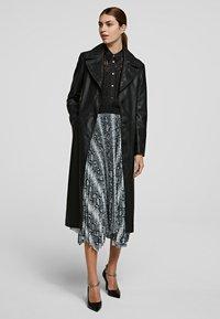 KARL LAGERFELD - A-line skirt - p snake print - 1