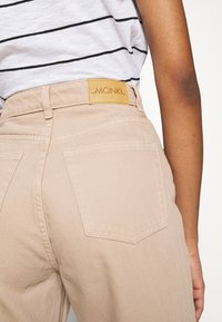 Monki - YOKO - Jeans straight leg - beige medium dusty - 5
