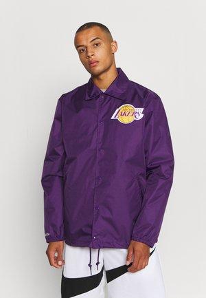 NBA LOS ANGELES LAKERS COACHES JACKET - Klubové oblečení - purple