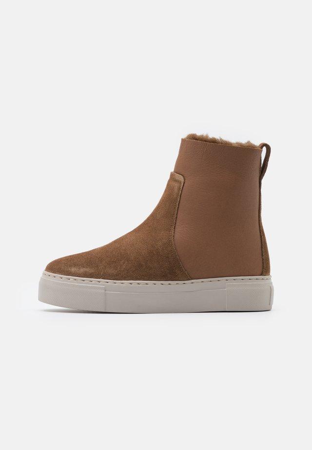 BERN - Platform ankle boots - cognac
