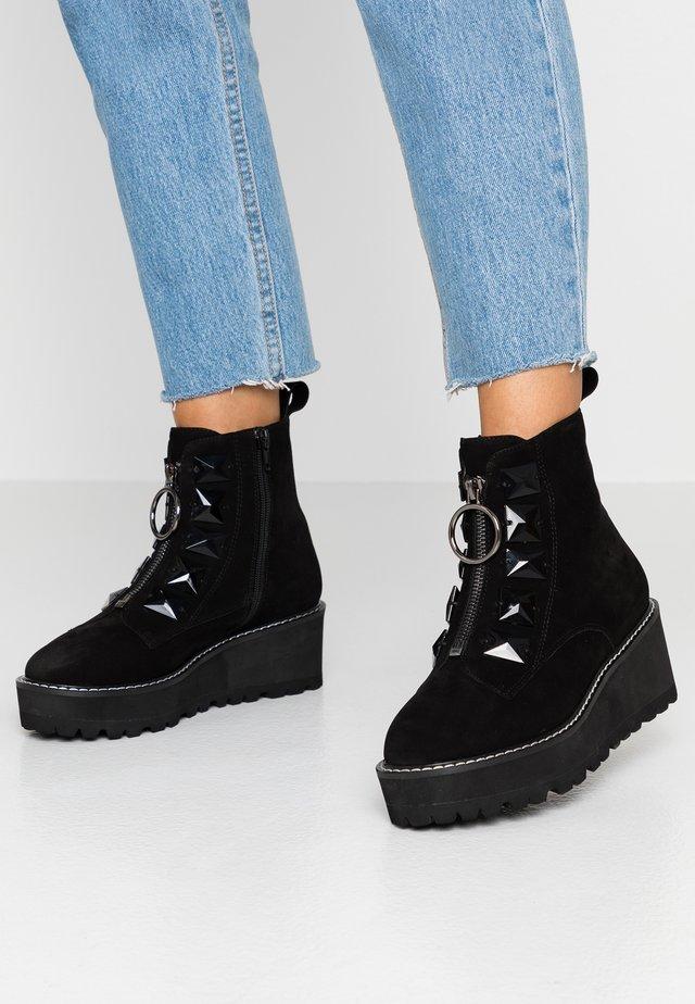 VASEY - Kotníkové boty na klínu - black