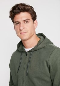 Cars Jeans - ISCAR - Zip-up hoodie - army - 4