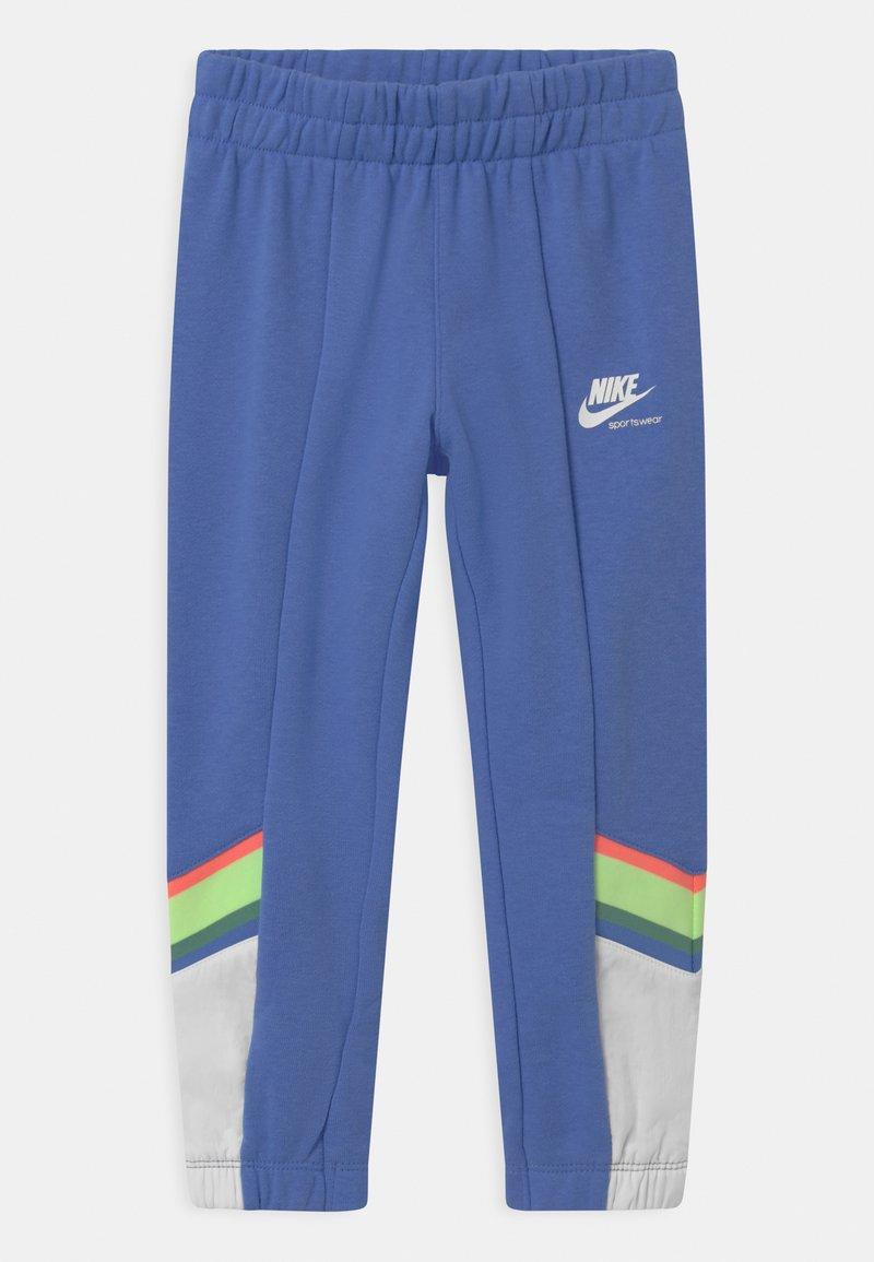Nike Sportswear - HERITAGE - Teplákové kalhoty - royal pulse
