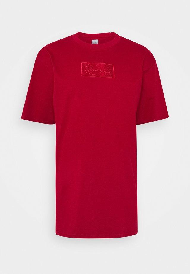 SMALL SIGNATURE BOX TEE - Basic T-shirt - dark red