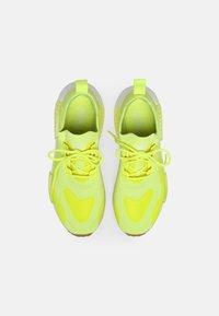 adidas Originals - NMD_R1 UNISEX - Tenisky - yellow - 3