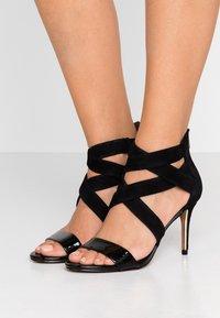 DKNY - IGGI - Sandales à talons hauts - black - 0