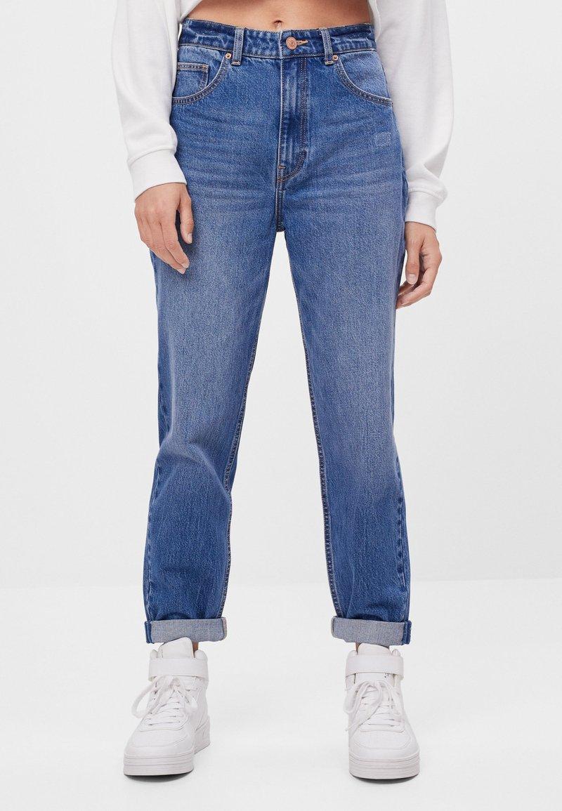 Bershka - MIT UMSCHLAG  - Jeans baggy - blue