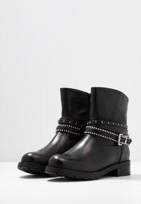 H.I.S - Kovbojské/motorkářské boty - black - 4