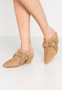 L37 - ON & ON - Pantolette hoch - brown - 0