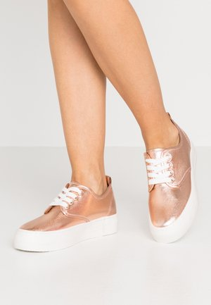 Trainers - rose gold