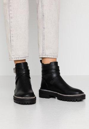DANIELA - Kovbojské/motorkářské boty - black