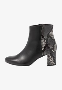 Peter Kaiser Wide Fit - WIDE FIT BABSI - Ankle boots - schwarz glove/carbon - 1