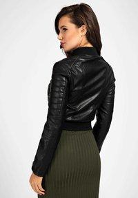 Guess - RIPP-KRAGEN - Faux leather jacket - schwarz - 2