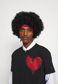 Vivienne Westwood - HEART CLASSIC - Print T-shirt - black - 7