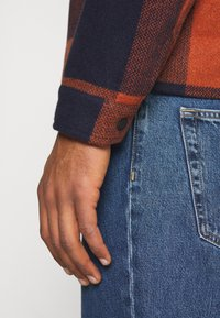 Only & Sons - ONSROSS NEW CHECK JACKET - Light jacket - bombay brown - 7