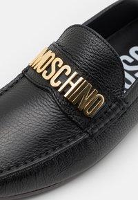 MOSCHINO - Mokasíny - nero - 5