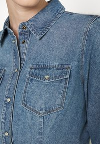 ONLY - ONLROCK IT LIFE - Košile - medium blue denim - 5