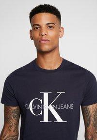 Calvin Klein Jeans - ICONIC MONOGRAM SLIM TEE - Print T-shirt - night sky - 4