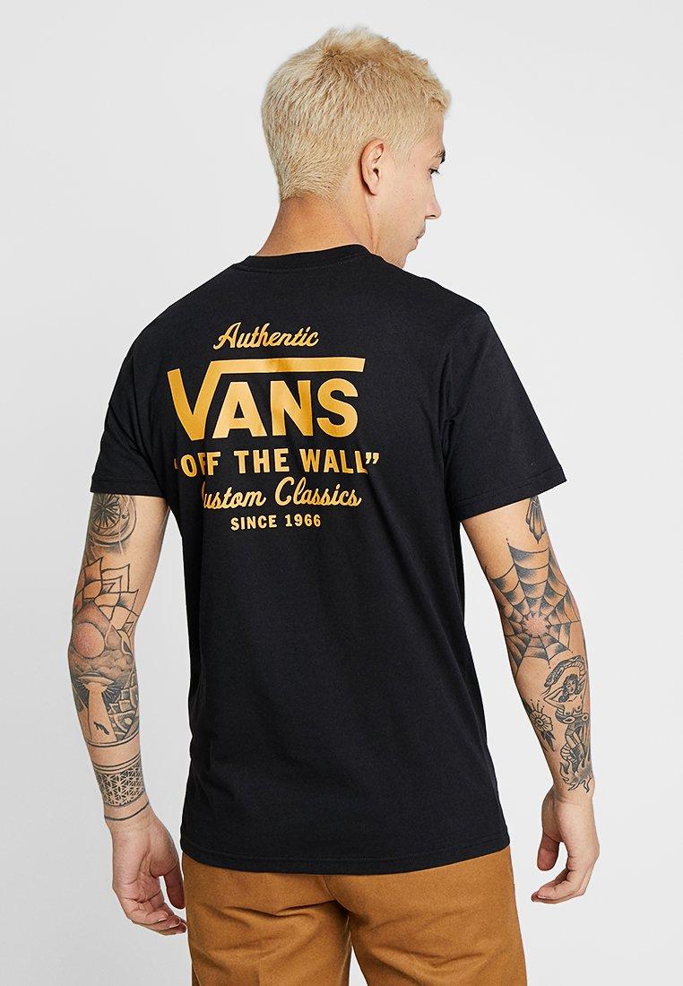 Vans - MN HOLDER STREET II - T-shirt med print - black/old gold