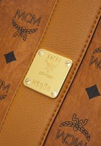 MCM - SHOPPER PROJECT VISETOS SET - Handbag - cognac - 7