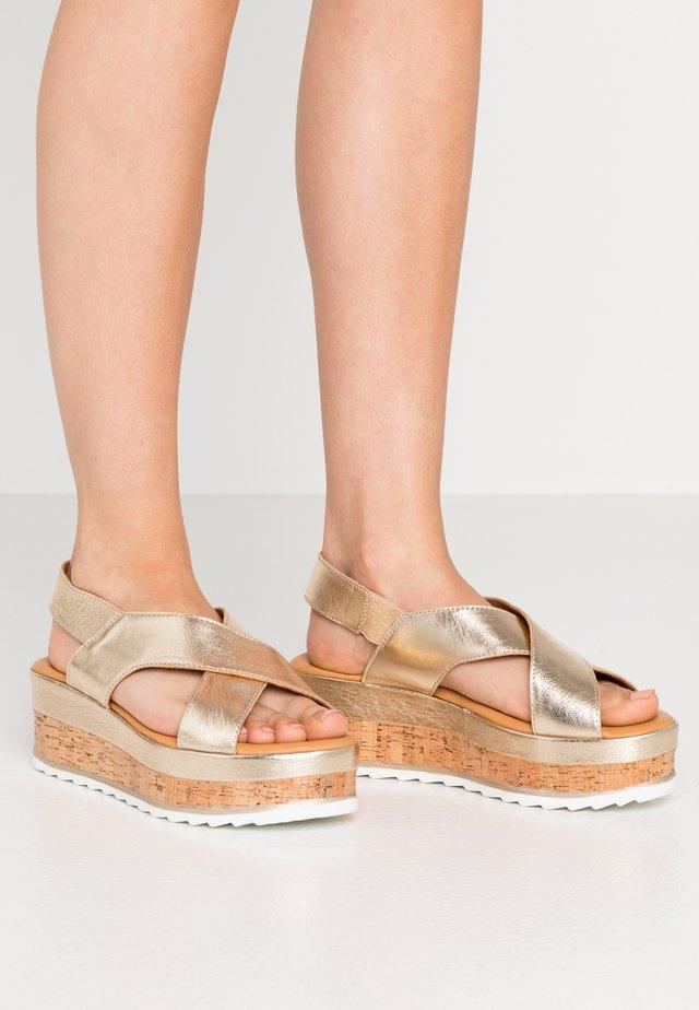 Sandalias con plataforma - gold