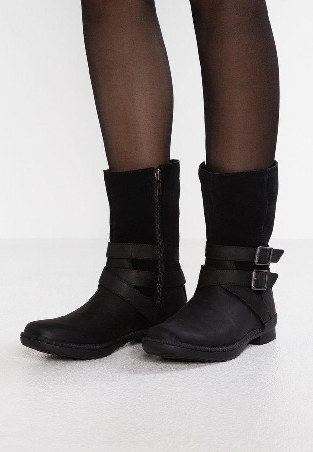 LORNA BOOT - Vysoká obuv - black