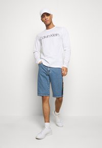 Calvin Klein - LOGO LONG SLEEVE  - Long sleeved top - white - 1