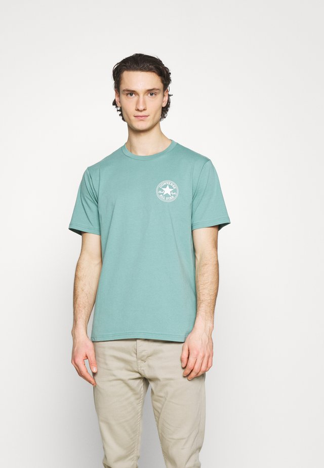 PUFFED CHUCK PATCH SHORT SLEEVE TEE - Print T-shirt - ocean stone