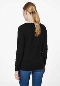 Vero Moda - VMCARE STRUCTURE O NECK - Strikkegenser - black - 1