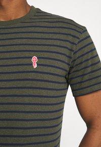 REVOLUTION - STRIPED - T-shirt print - army melange - 3