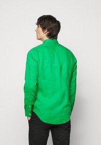 Polo Ralph Lauren - SLIM FIT LINEN SHIRT - Shirt - golf green - 2