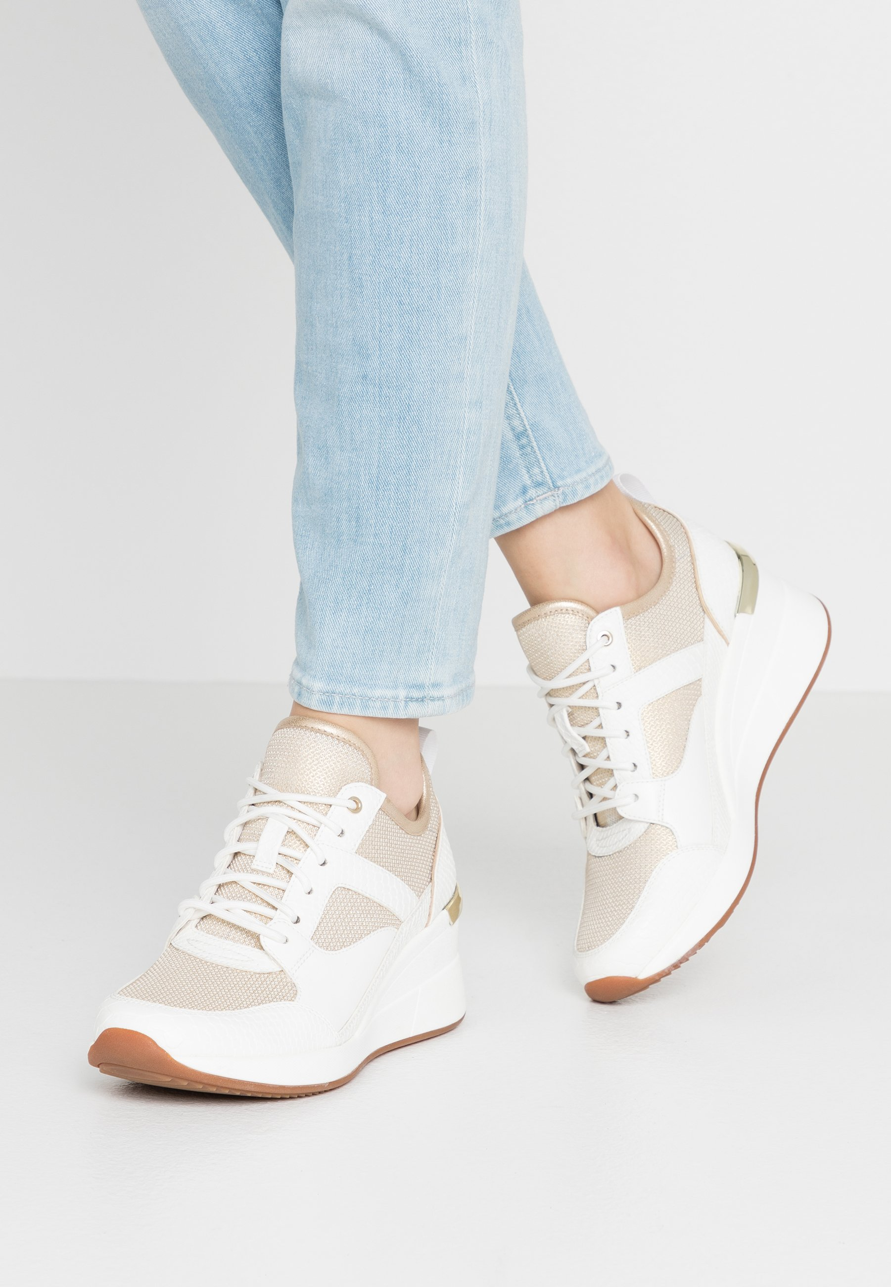 THRUNDRA Sneakers gold