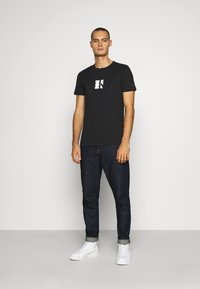 Calvin Klein Jeans - SMALL CENTER BOX TEE - Printtipaita - black - 1