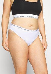 Calvin Klein Underwear - CAROUSEL PLUS SIZE THONG 3 PACK - Thong - black/white/grey heather - 4