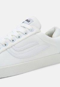 Genesis - G-HELÁ UNISEX - Trainers - white - 6
