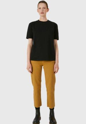 TARAA - Basic T-shirt - black