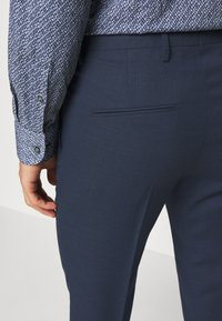 Tiger of Sweden - THODD - Suit trousers - misty blue - 4