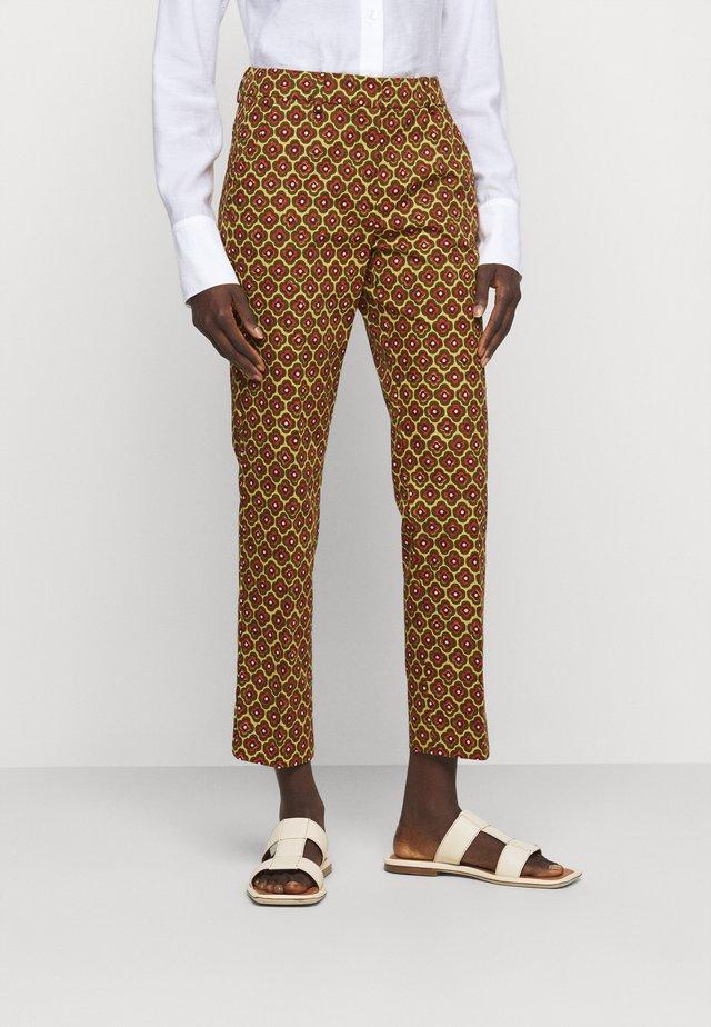OKRA - Pantalones - orange