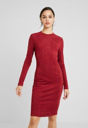 LADIES PEACHED DRESS - Pouzdrové šaty - redwine