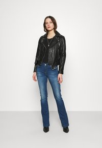 LTB - FALLON - Flared Jeans - talia wash - 1